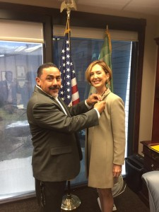 Mayor Richard De La Rosa giving Soheila Azizi de Pin of Colton